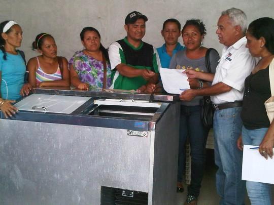 Representantes de la Escuela Bolivariana Felicidad recibieron donación