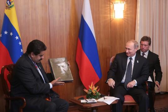 Putin-conversa-con-Maduro